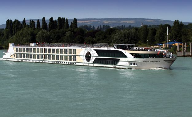 Ms Swiss Emerald Cabins Luxury Suites Aboard This Ship - Emerald river cruise ship