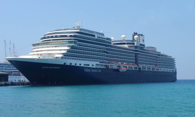 Ms Nieuw Amsterdam Cabins Luxury Suites Aboard This Ship - Ms sovereign cruise ship