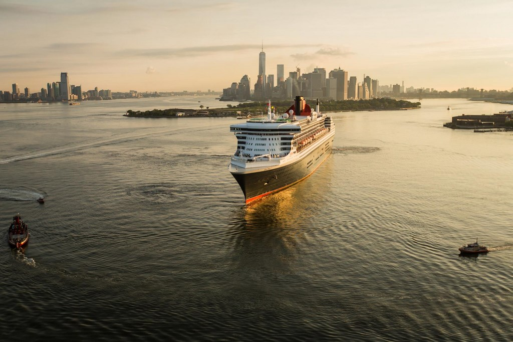 QM2 in New York for 175th Anniversary