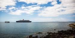 Queen_Mary_2_anchors_off_Kangaroo_Island-fill-250x127